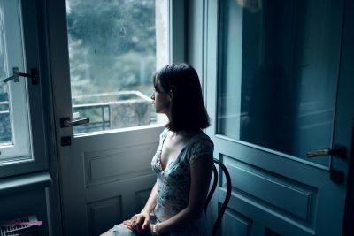woman-thinking-masha-raymers-5437358 sm